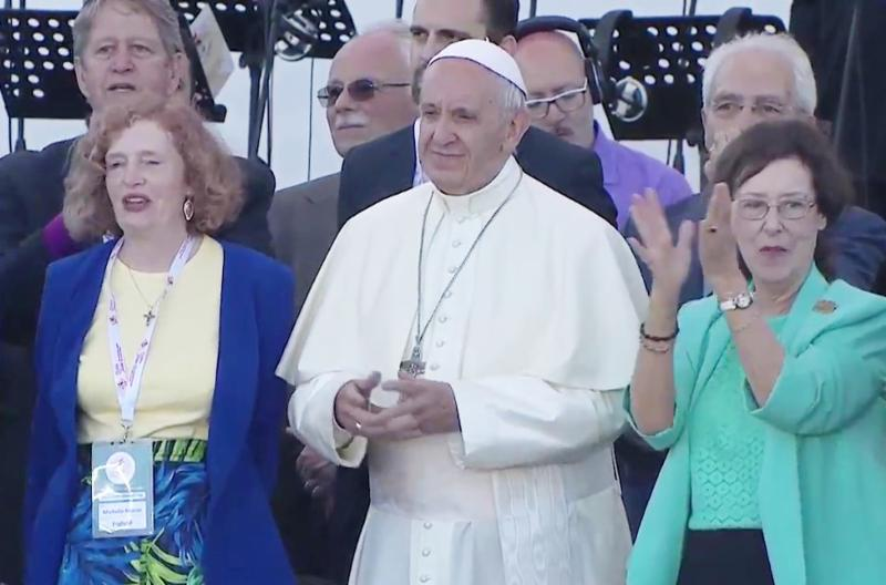 Pope Francis with Michelle Moran and Patti Mansfield